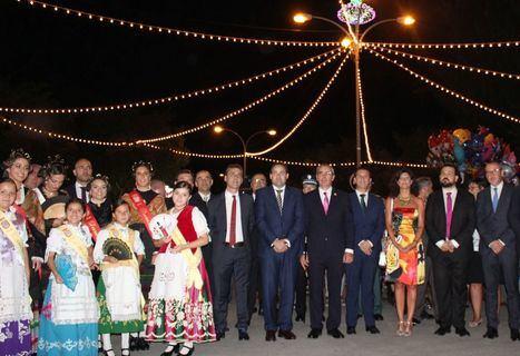 El subdelegado del Gobierno, Francisco Tierraseca; y el Presidente de la Diputación, Santiago Cabañero, asistierón a la apertura de las fiestas patronales de La Roda