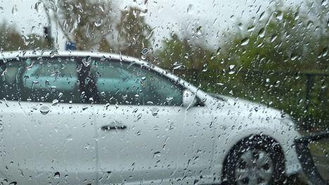 La lluvia provoca inundaciones en calles y viviendas de Riópar y Seseña y la caída de un árbol en Layos