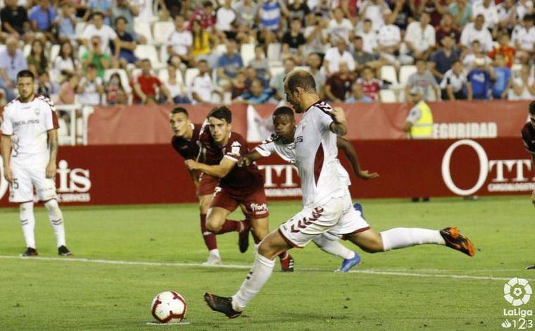 Goleada del Albacete al Córdoba, con lo que se coloca cuarto y confirma su buen momento