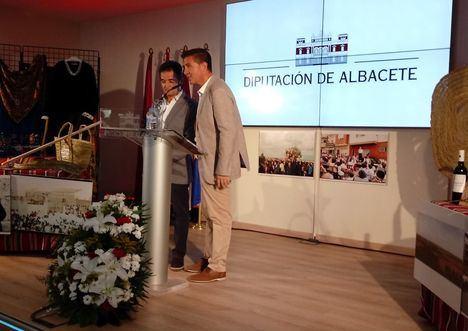 Madrigueras llega al estand de Diputación de Albacete en la feria destacando que vive la música 'de manera muy especial'