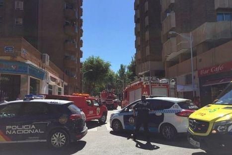 Cinco atendidos por inhalar humo y crisis de ansiedad en un incendio en el barrio de la Estación en Albacete
