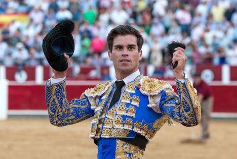 Rubén Pinar abre su sexta puerta grande en Albacete, y Andrés Palacios realiza una faena de mucha elegancia y torería