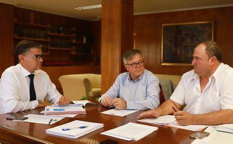 El delegado del Gobierno en la región trasladará a Fomento y Adif la importancia de que Hellín tenga parada del tren híbrido