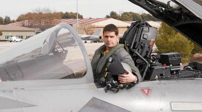 El arrebatador testimonio desde el cementerio de la madre del piloto de Eurofighter fallecido el 12-Octubre
