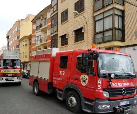 Trasladada al hospital una mujer de 86 años por inhalación de humo tras el incendio en su vivienda en Hellín
