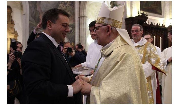 Manuel Serrano da la bienvenida a la ciudad al nuevo obispo en la Diócesis de Albacete, Ángel Fernández Collado
