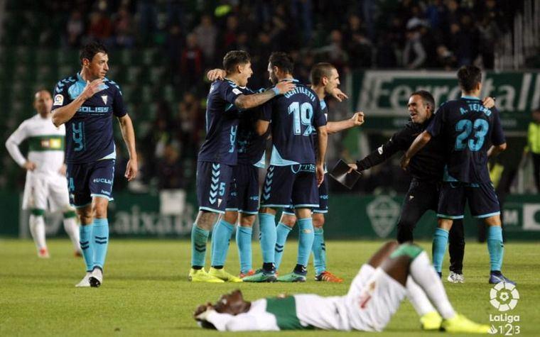0-1. Un polémico gol permite al Albacete ganar en Elche con diez jugadores
