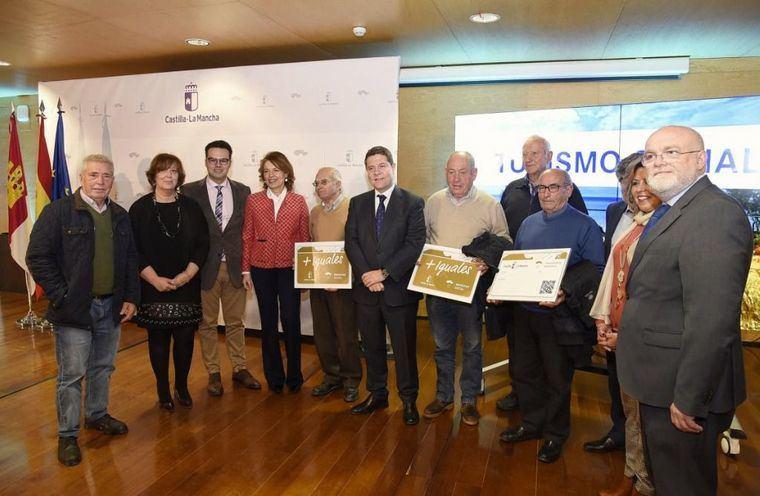 Más de 380.000 mayores de Castilla-La Mancha podrán viajar más gracias a la nueva Tarjeta Dorada de Transporte y la recuperación del Turismo Social
