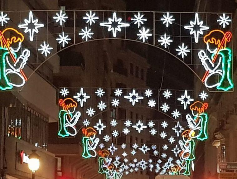 El alumbrado de Navidad ya luce en las calles de Albacete