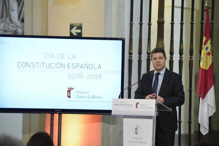 Page pide no trocear soberanía nacional ni tocar Constitución ante 'amenazas'