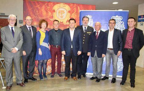Manuel Serrano agradece a Cáritas Diocesana de Albacete la gran labor que realiza y destaca la solidaridad de la Comisaría del Cuerpo Nacional de Policía