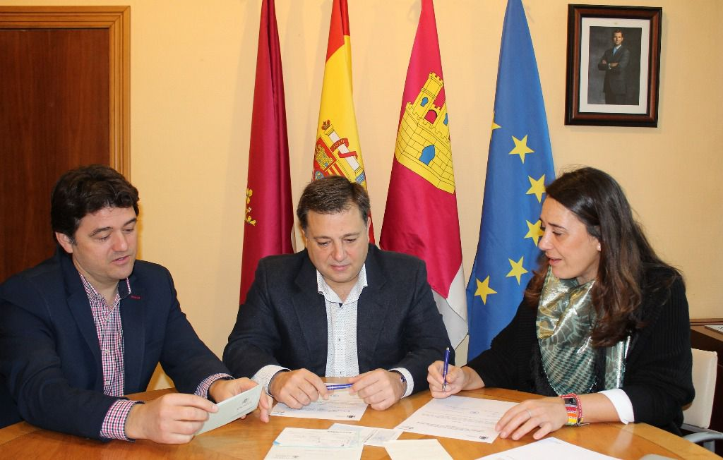 El alcalde agradece a la jefatura provincial de tr fico de - Jefatura provincial de trafico de santander ...
