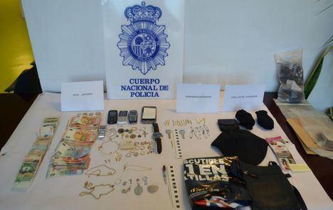 Agentes de la Comisaría de Albacete han detenido a tres delincuentes profesionales, especializados en el robo de viviendas