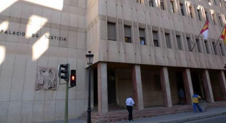 Este martes juzgan a un hombre acusado de herir a otro en el muslo con un machete en Albacete