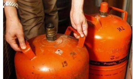 Trasladan al hospital a una mujer de 28 años tras inhalar accidentalmente gas butano de una caldera en La Roda