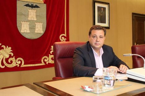 Manuel Serrano: 'No habrá realojos en las nuevas viviendas de la calle Casas Ibáñez'
