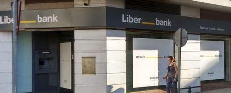 La fusión Liberbank-Unicaja implicaría el cierre de 42 oficinas y un ajuste de 2.452 empleos, según Kepler