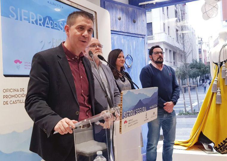 Santiago Cabañero ensalza en Madrid las múltiples bazas de la Sierra del Segura albaceteña dentro de un turismo rural