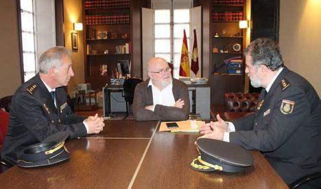 El Gobierno regional reconoce la labor del comisario jefe de la Policía Nacional en Albacete, José Francisco Roldán tras más de 8 años en el cargo