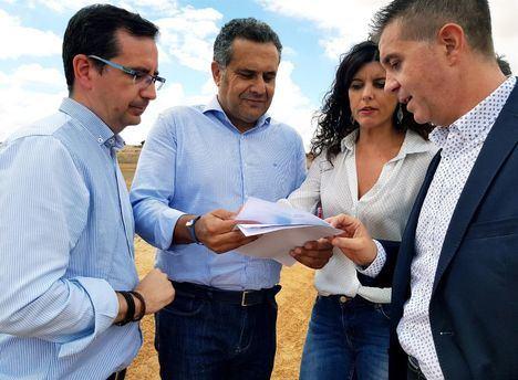 Barrax (Albacete) ve mejorados 6.500 metros de sus caminos gracias al convenio de caminos entre Diputación y Junta