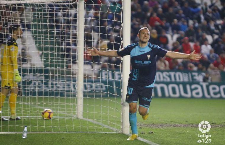 1-3. El Albacete gana en Córdoba tras darle la vuelta al marcador