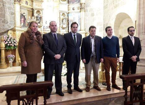 Núñez se compromete a crear una estrategia para unir las celebraciones de Semana Santa en Castilla-La Mancha en una sola