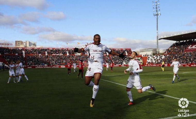 2-0. El Albacete acaba con la resistencia del Mallorca y se mantiene líder