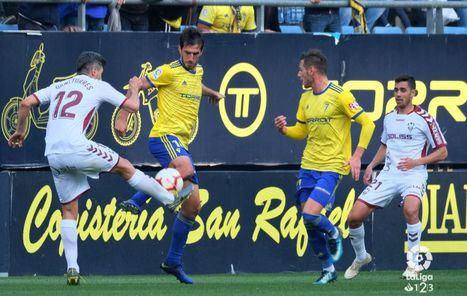 1-0. El Cádiz supera al Albacete gracias a un muy discutido penalti
