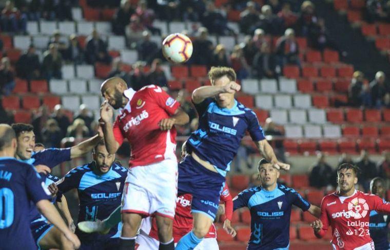 1-0. El Albacete se aleja del ascenso, y el Nàstic continua soñando gracias a un gol de penalti en el descuento