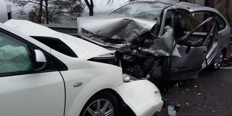 Trasladados al hospital cinco personas tras una colisión frontal en Albacete