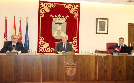 Alberto Reina preside el sorteo público celebrado en el Ayuntamiento para la determinación de los miembros que compondrán cada una de las 219 Mesas Electorales