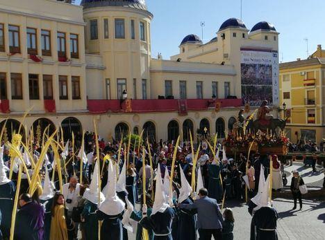 'La Burrica' inauguraba este Domingo de Ramos las procesiones de Hellín, marcadas por nuevas directrices horarias
