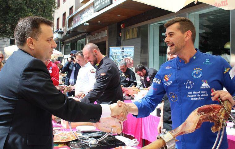 El alcalde de Albacete agradece a ACEPAIN la gran labor que realiza para impulsar la investigación oncológica