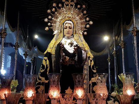 En Albacete, Nuestra Señora de la Soledad es 'bailada' por sus costaleros en un acto emotivo y espontáneo de fervor