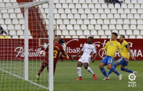 4-2. Lluvia de goles en Albacete para soñar con el ascenso en