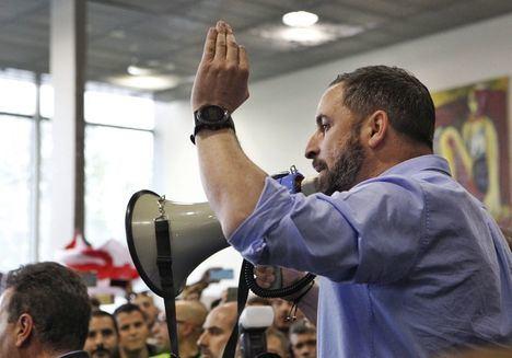 Abascal sugiere que sobran parlamentos regionales y ataca al Estado de las autonomías: 'Sólo premia a traidores'
