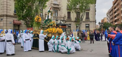 El tradicional encuentro de Domingo de Resurrección, pone broche de oro a una Semana Santa de Albacete pasada por agua