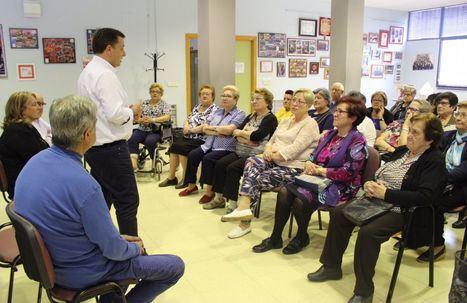 Manuel Serrano visita los barrios de San Antonio Abad y Polígono San Antón para escuchar las demandas y necesidades de los vecinos