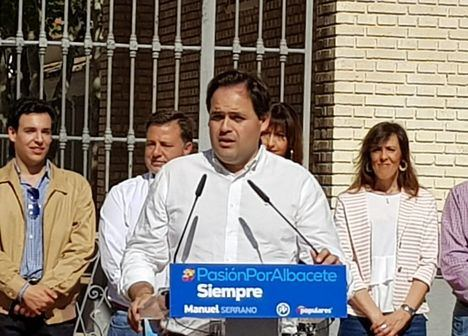 Paco Núñez se compromete a hacer un pabellón y una piscina olímpica en Albacete