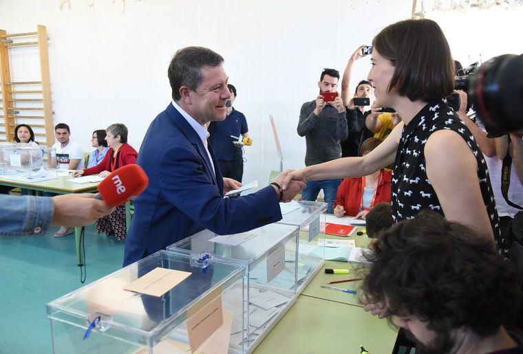 El PSOE lograría de 16 a 18 diputados y PP, de 8 a 10, según sondeo de CMM