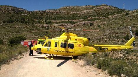Un helicóptero de los bomberos de Alicante rescata a un senderista accidentado en Caudete (Albacete)