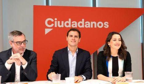El veto de Ciudadanos a Vox obstaculiza los pactos de la derecha, y afecta a los ayuntamientos de Guadalajara y Ciudad Real