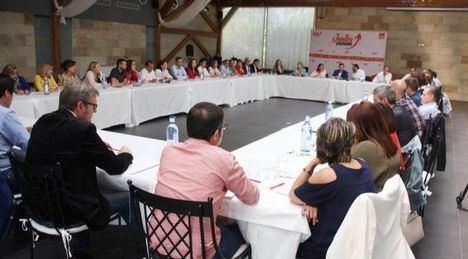 Fernando Mora presidirá el Grupo Socialista en las Cortes y Ana Isabel Abengózar, portavoz