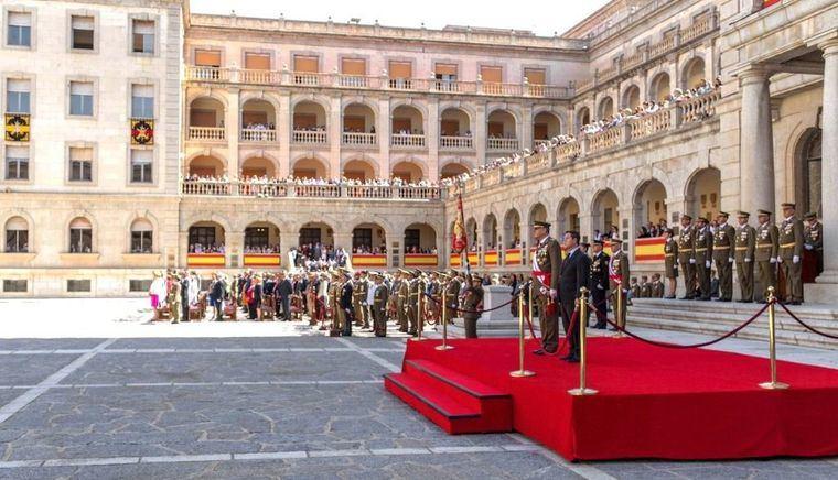 Unas 800 personas, entre ellas Emiliano García-Page, juran bandera en Toledo