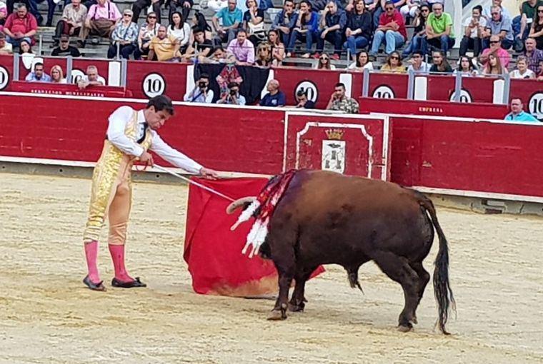 Rubén Pinar, del percance a la Puerta Grande, en la corrida de Asprona en Albacete