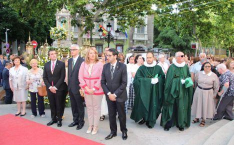 Llanos Navarro y Alberto Reina asisten a la misa y posterior procesión eucarística organizada en la ciudad de Albacete con motivo de la festividad del Corpus Christi
