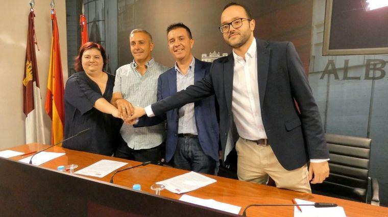 Los grupos políticos PSOE y Unidas Podemos-IU sellan el acuerdo de investidura para la X legislatura de la Diputación Provincial