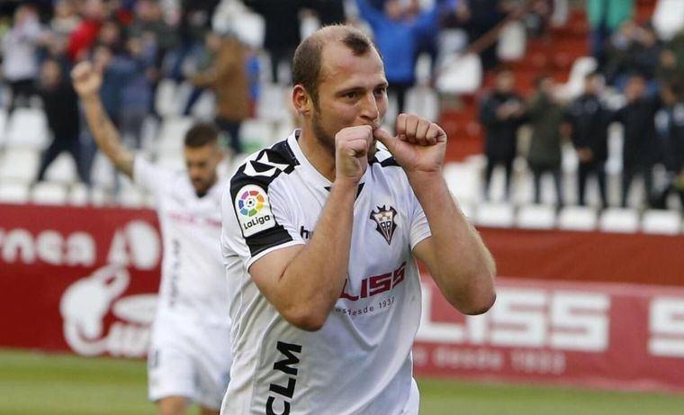 El delantero ucraniano Zozulia renueva con el Albacete por dos temporadas