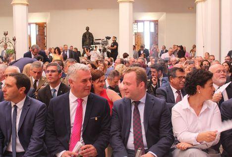 El alcalde de Albacete felicita a Page por su toma de posesión y le insta a mantener una
