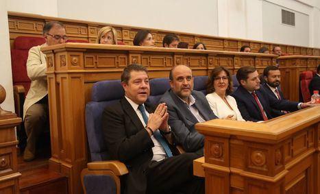 Las Cortes regionales aprueban en 5 minutos suprimir la limitación de mandatos del presidente y recuperar el sueldo de diputados